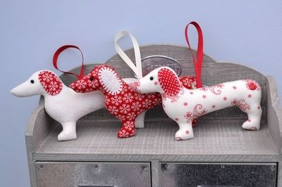 dachshund sausage dog christmas decoration with free shipping in the uk and europe