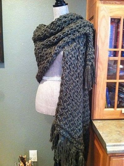 Free Pattern: Prayer Shawl in Skyp Stitch / crochet ideas and tips - Juxtapost
