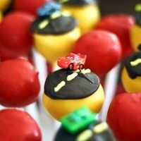 These Cars themed cake pops will bring out the kid in anyone! Ka-Chow!