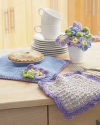 Complimentary dishcloth and potholder with a delightful pansy theme. Shown in Lily Sugar 'n Cream.