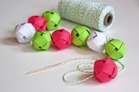 Make a garland from woven paper balls!