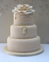 Cameo, lace and pearl wedding cake