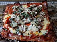 Ketogenic Pizza (Bacon Crusted Pizza)