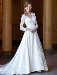 Fashionable v-neck natural waist lace wedding dress